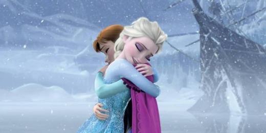 アナと雪の女王のアナとエルサが抱き合う5