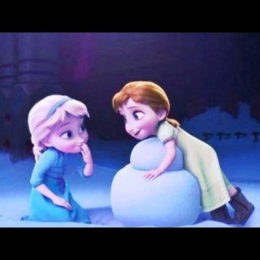 アナと雪の女王の子供の頃のアナとエルサ1