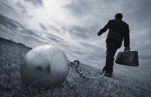 鎖で繋がれた労働者