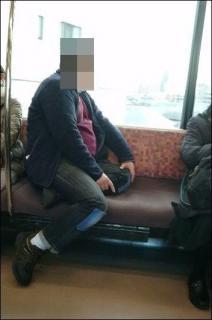 「座らせなさい!」と恫喝 電車で強制的に席を譲らせる
