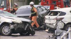 6台からむ事故で男性死亡 男女5人けが 33歳男性逮捕 横浜