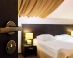 ホテルで14歳女子中学生にわいせつ行為 買春容疑で男逮捕