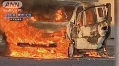 コンビニ駐車場で車が炎上 車内で小型ストーブ使用