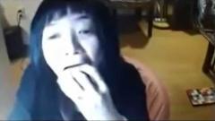 女性YouTuber「おにぎり早食い」生配信で喉詰まらせ救急搬送…