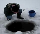 魚を捕りたいけどお玉しか持ってない時はこうする、ロシア流