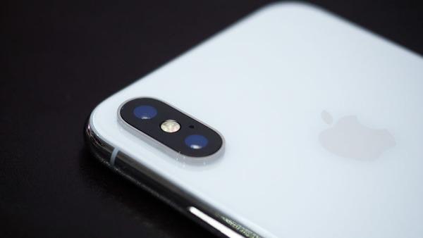 【悲報】iPhoneXさん、惜しまれつつも年内中盤に生産終了へ