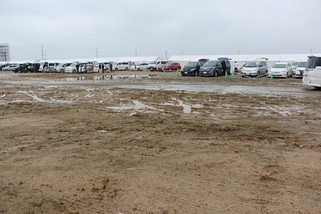 水浸しの駐車場
