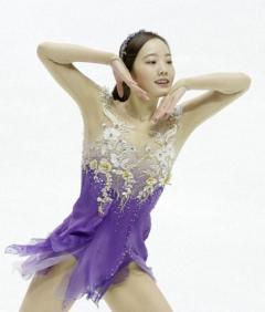 本田真凜が笑顔で滑り初め「ザ・ギビング」で魅了