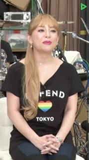 浜崎あゆみがピンクに染髪するも加工が酷すぎると話題