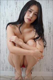 「日本一エッチな女子アナ」薄井しお里、つい股間に目がいくハレンチショット!