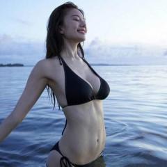 「神ボディ女子アナ」伊東紗冶子、初の水着写真集に予約殺到
