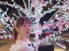 柏木由紀、夜桜バックの幻想的な姿に大反響「まるで天使」「この顔なんや?」