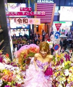愛沢えみり、キャバ嬢引退イベントで歌舞伎町に花道が出現