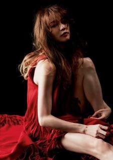 香里奈:写真集の未公開カット公開 赤ワンピでアンニュイな表情、美脚も