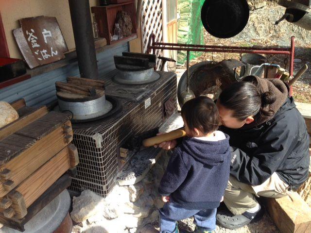 昔ながらの釜戸で飯炊き体験3