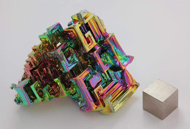 ビスマスの金属結晶