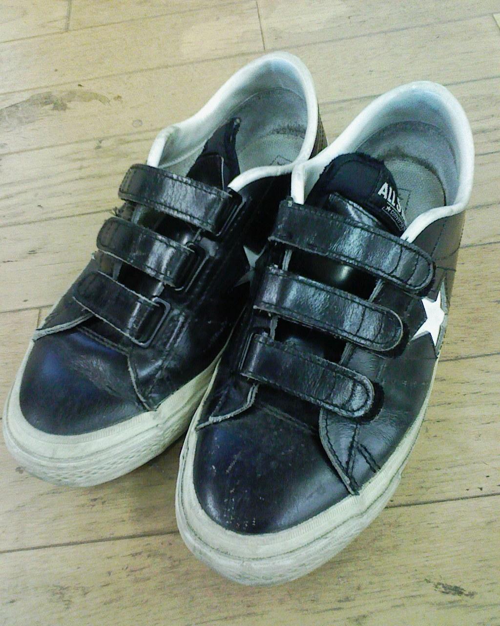 アディダスのスタンスミス黒のマジックテープが壊れたので、第2段として買ったお気に入りの靴でした。  履き心地や軽さなんかはスタンスミスの方が良かったですが、
