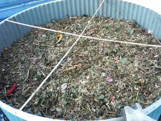 堆肥サイロに投入