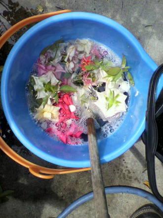 洗剤液と花殻