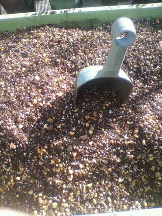 P1009299用土の混合