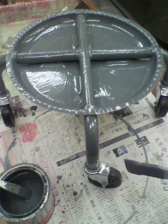 P1005845コロコロ椅子の修理2