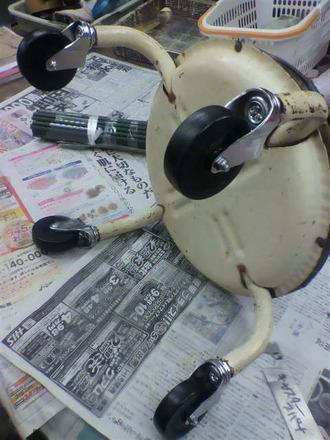 P1005841コロコロ椅子の修理2