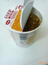 お昼はカップ麺
