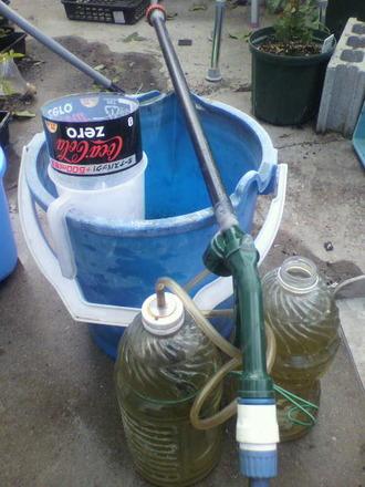 P1005955液肥散布の準備
