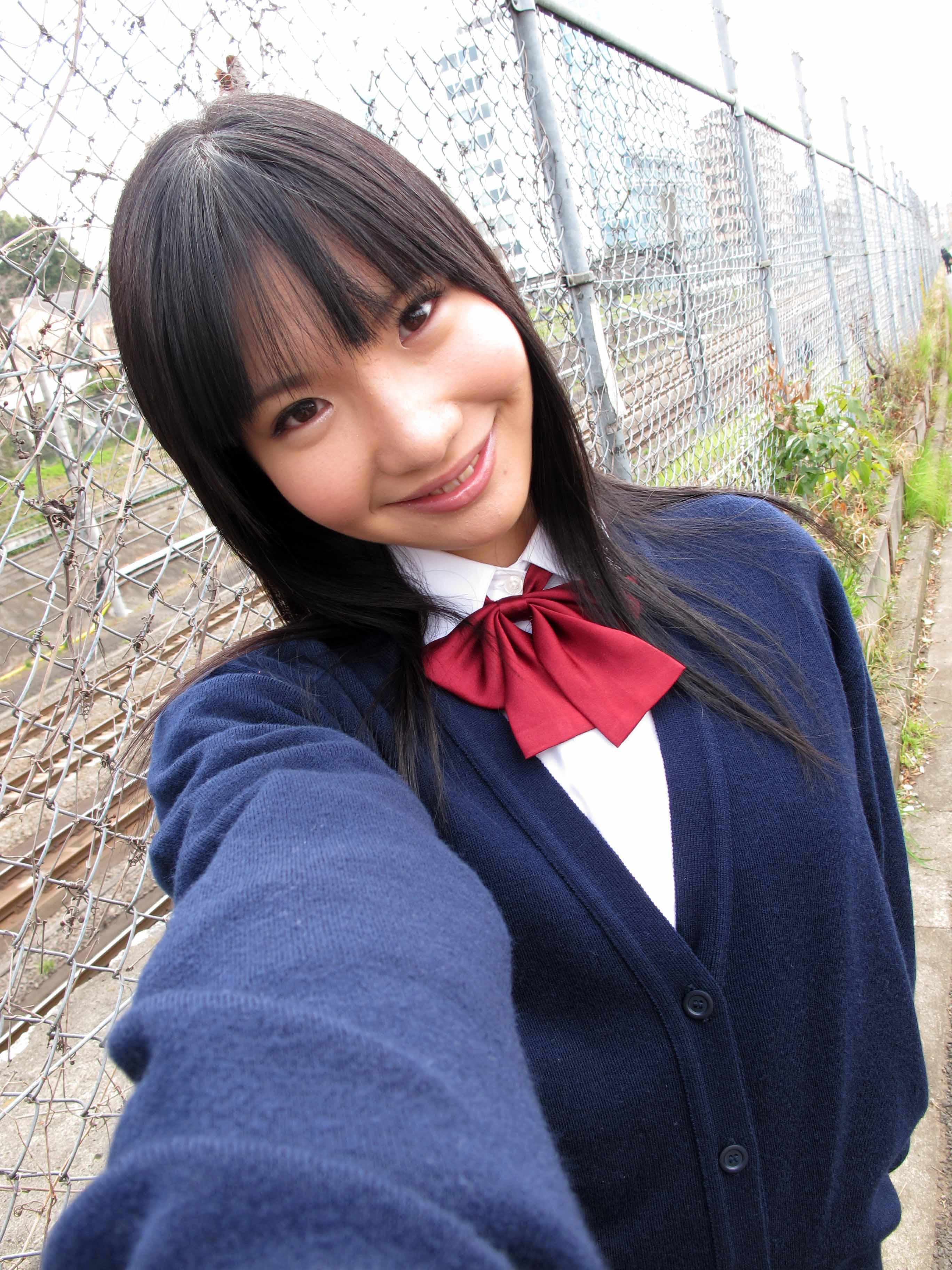 サイケデリックパペットTV画像倉庫:線路沿いの道で美少女の