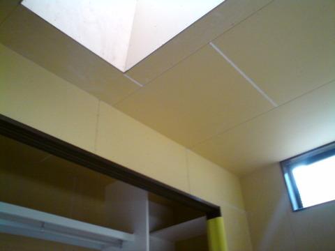 2階寝室明かり窓