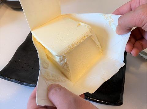 牛乳パックでレアチーズケーキ