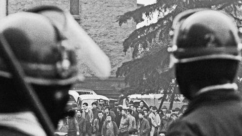 朝日「50年前、学生運動のせいで東大入試は中止になりました」