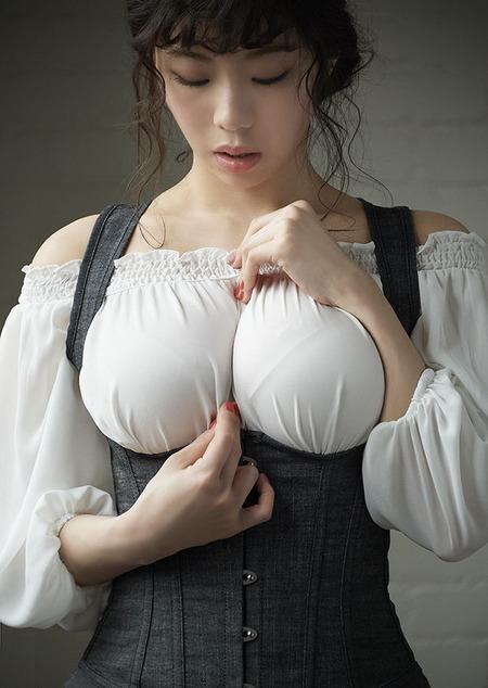 【画像】胸が大きい女の子にわいせつ物陳列罪を適用するべき