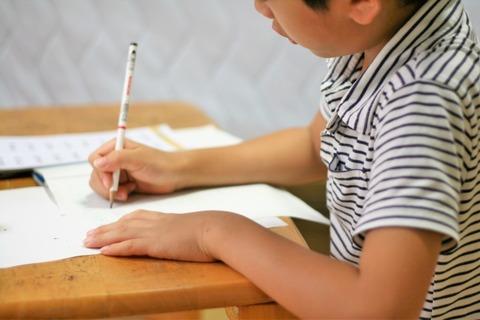 大阪市長「学力テスト最下位!?じゃあ教師のボーナスカットな」