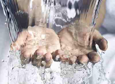 うがいの後は水で洗い流す