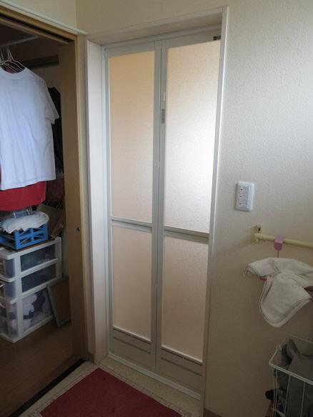 N邸浴室折戸(脱衣側施工後)