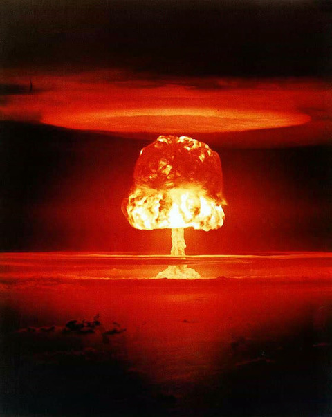 『熱核爆弾』を投下