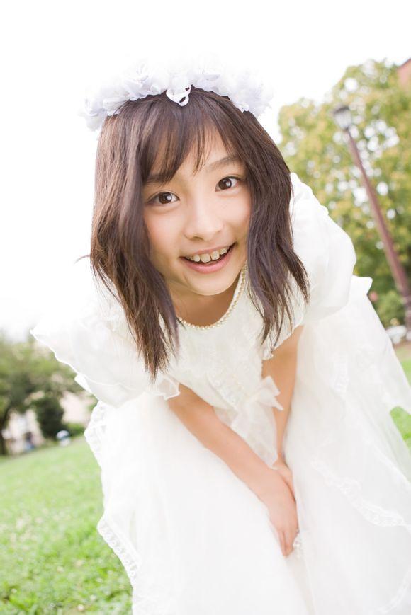 純白の花嫁風の吉田里琴