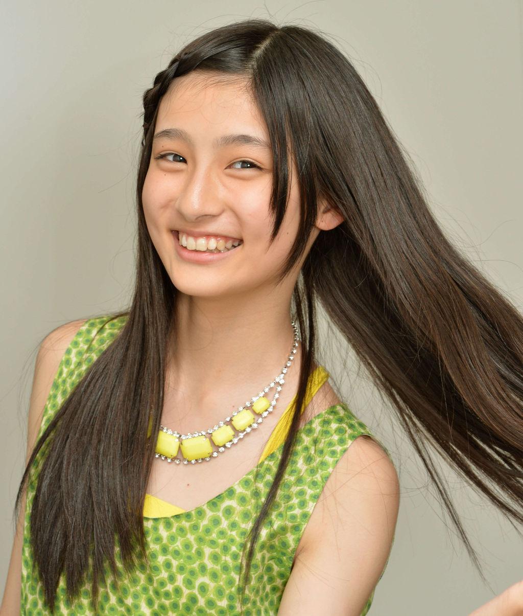 サラサラ黒髪の吉田里琴