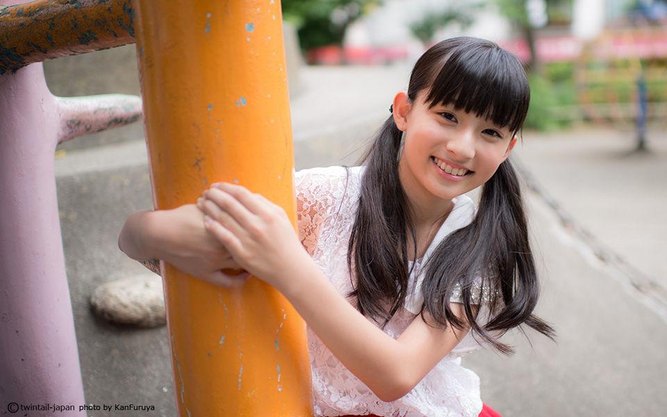 公園で遊ぶ吉田里琴(その3)