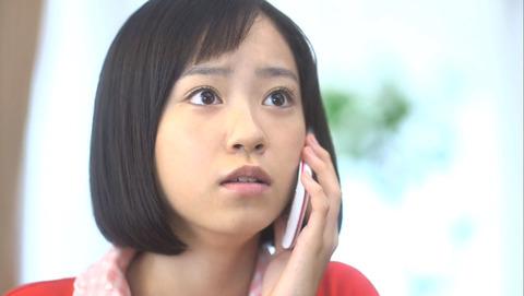 電話中の柴田杏花