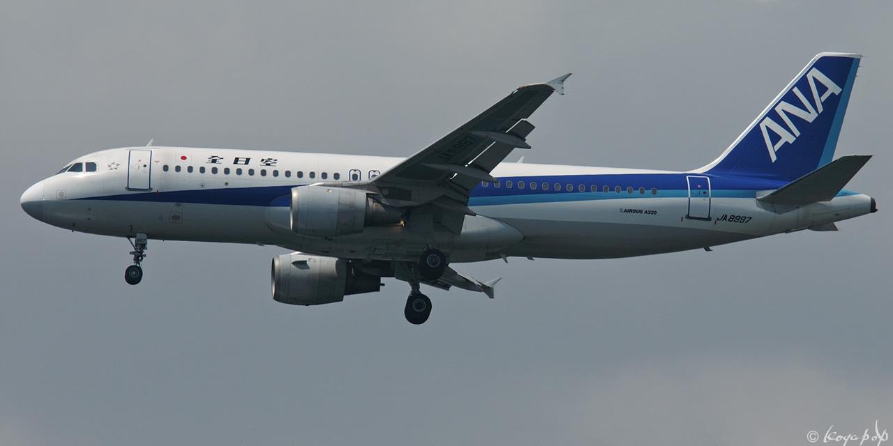 01 A320-211 8997 030529-026rx1280