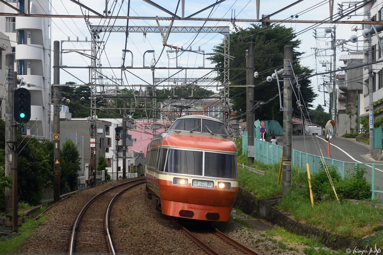 180708R-532x1280-01