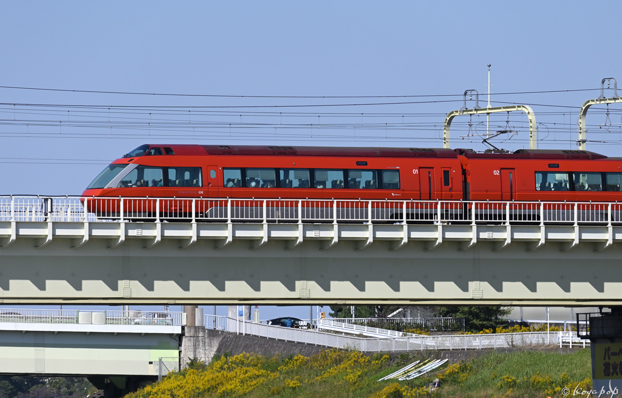 201029M-579x1280 AA