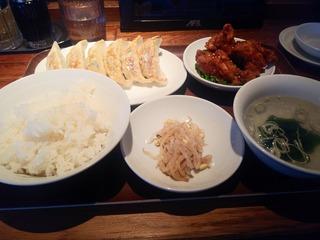 シェアハウス内見後、渋谷餃子