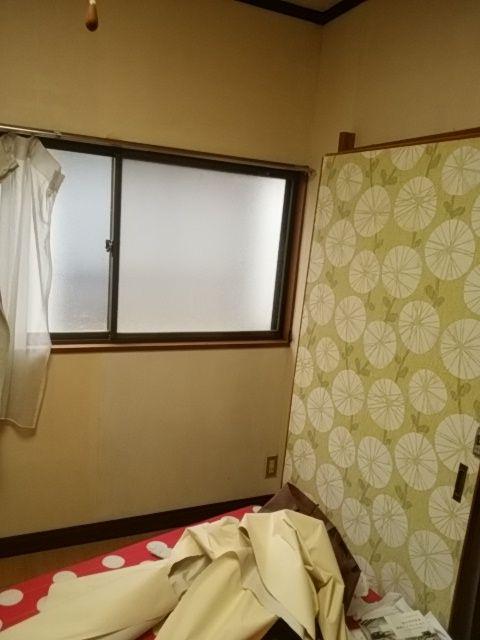 シェアハウスの戸襖壁紙を・・・