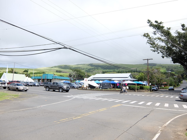 そのプナルウがある町の一番大きな交差点。めっちゃ長閑…