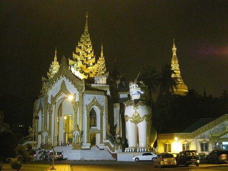 年末年始ミャンマー・マレーシア旅行2013-2014 4日目 ~ヤンゴン市内散策・シュエダゴォンパヤー・ミョマグラウンド(Myoma Ground)の年越しカウントダウンイベントで花火~