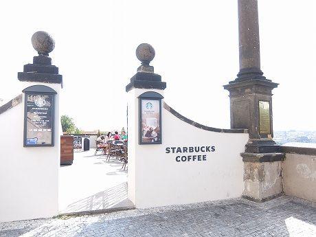 チェコで一番?いや、おそらく世界で一番景色がいいスタバには入らずプラハ城とその周辺を散策