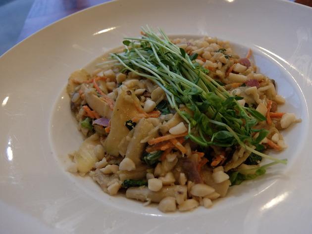 そして、少し早めの夕食は人気のベジタリアンレストラン「アンダー・ザ・ボッディ・ツリー」へ
